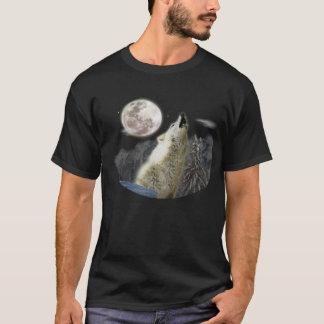 wolf at night moon T-Shirt