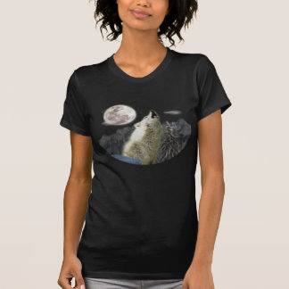 Wolf howl at night T-Shirt