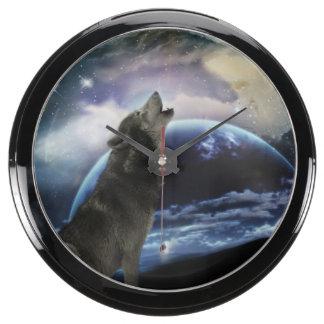 Wolf howling at the moon aquavista clock
