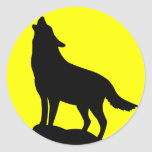 Wolf Howling at the Moon. Classic Round Sticker