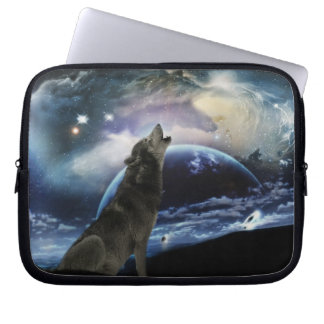 Wolf howling at the moon laptop sleeve