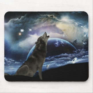 Wolf howling at the moon mouse pad