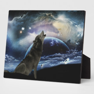 Wolf howling at the moon plaque