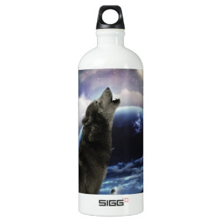 Wolf howling at the moon water bottle