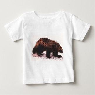 Wolverine camina en slope.jpg nevoso t-shirts