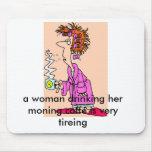 Woman-Drinking-Coffee-2, mujer que bebe su m… Alfombrillas De Raton