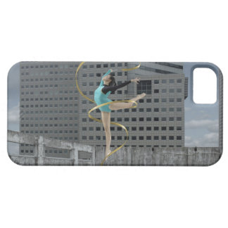 Woman gymnast outdoors on rooftop jumping in air iPhone SE/5/5s case