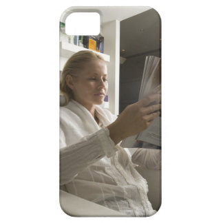 Woman in hairdressing salon iPhone SE/5/5s case