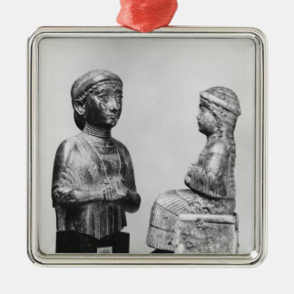 Woman with the shawl metal ornament