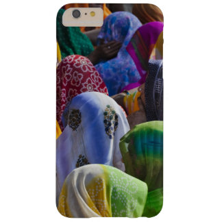 Women in colorful saris gather together barely there iPhone 6 plus case