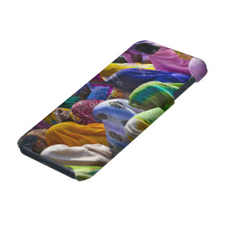 Women in colorful saris gather together iPod touch (5th generation) cover