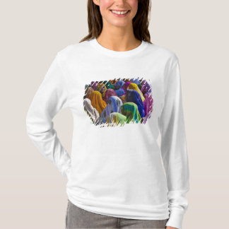 Women in colorful saris gather together T-Shirt