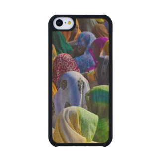 Women in colorful saris gather together carved® maple iPhone 5C slim case