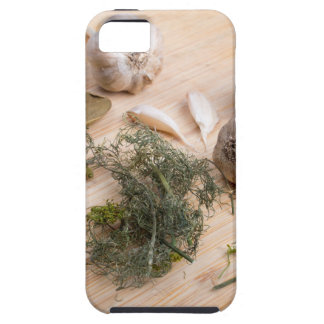 Wooden board with garlic and dried spices closeup iPhone SE/5/5s case