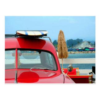 Woodie en la playa tarjeta postal