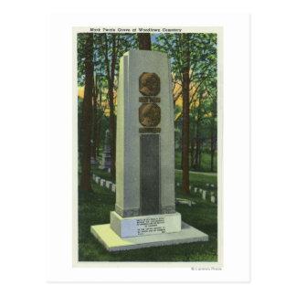 Woodlawn Cemetery, Mark Twain Gravestone Scene Postcard