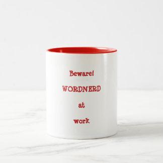 Wordnerd en la taza del trabajo