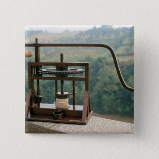 Working model of an olive press button