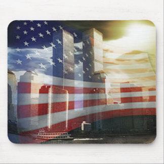 World Trade Center con la bandera Tapetes De Raton
