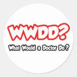 ¿WWDD… qué un doctor Do? Pegatina Redonda