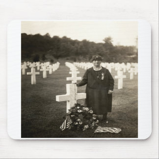 WWI American Mother at her sons grave in France Mousepad