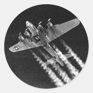 WWII B-17 en vuelo Pegatina Redonda