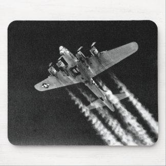 WWII B-17 en vuelo Mousepad