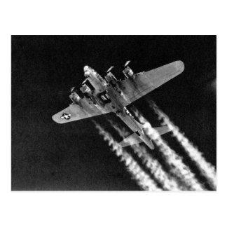 WWII B-17 en vuelo Tarjetas Postales