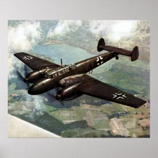 WWII Bf-110 alemán en vuelo Póster