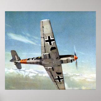 WWII ME-109 alemán en vuelo. Póster