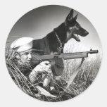 WWII USCG en el trabajo Pegatina Redonda