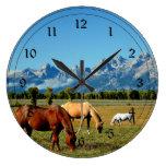 Wyoming, montañas de Teton, con los caballos pasta Reloj
