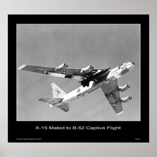 X-15 acoplado a un B-52 en el vuelo prisionero - N Póster