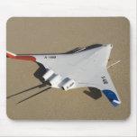 X-48B mezcló el vehículo aéreo acobardado cuerpo 2 Tapetes De Raton