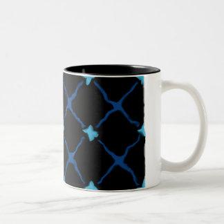 X azul marca el punto taza de café de dos colores