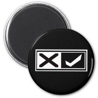 X marca y marca de verificación imán redondo 5 cm