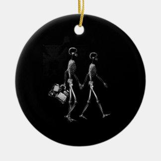 X-RAY VISION SKELETON COUPLE TRAVELING B W CHRISTMAS TREE ORNAMENT