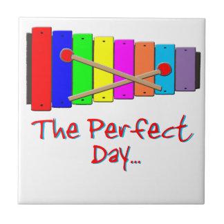 Xilófono del día perfecto azulejo cuadrado pequeño