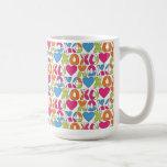 XO y taza de la tarjeta del día de San Valentín de