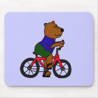 XX dibujo animado que monta en bicicleta del oso Tapetes De Raton