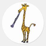 XX jirafa que juega el Clarinet Pegatina Redonda