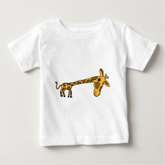 XX jirafa que se inclina divertida Tee Shirts