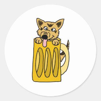XX perrito en una taza de cerveza Pegatina Redonda