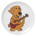 XX perro del golden retriever que toca la guitarra Platos