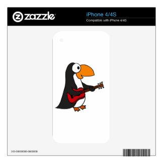 XX pingüino que juega el dibujo animado de la guit Calcomanías Para iPhone 4S