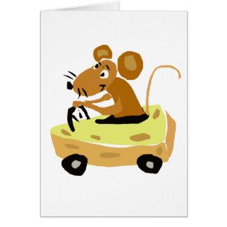 XX ratón que conduce un dibujo animado del coche d Tarjeton