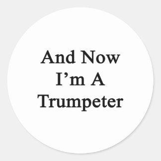 Y ahora soy un trompetista etiqueta redonda