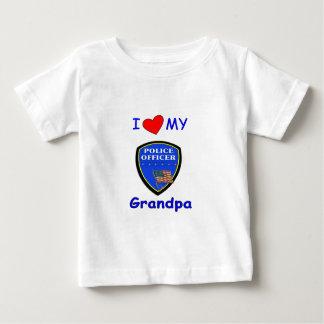 Y amo a mi abuelo de la policía tee shirts