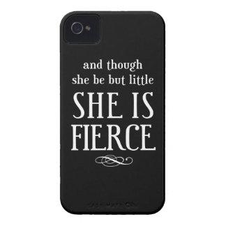Y aunque ella sea pero poco, ella es feroz Case-Mate iPhone 4 protectores