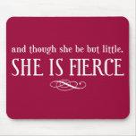 Y aunque ella sea pero poco, ella es feroz alfombrilla de ratón